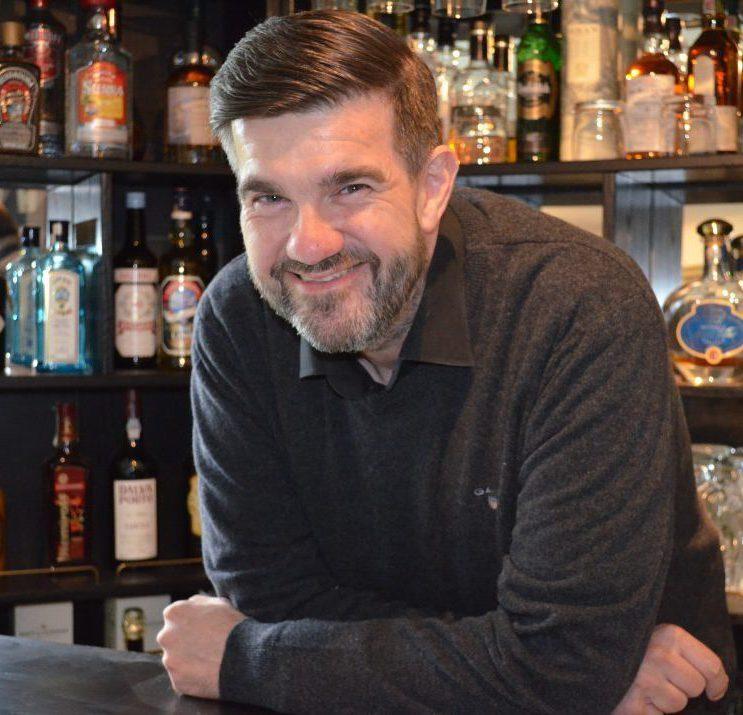 Henrik Bruhn leverer underholdning til fest